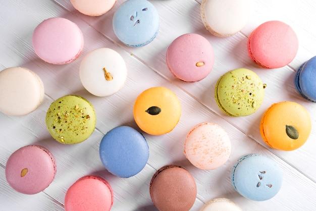 Traditionelle bunte französische macarons