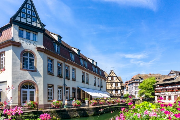 Traditionelle bunte häuser im la petite france, straßburg, elsass, frankreich