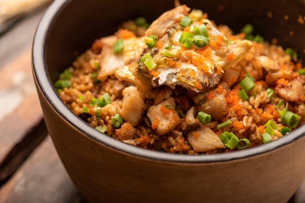 Traditionelle chinesische bankettgerichte, gelber croaker geschmorter reis