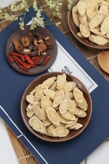 Traditionelle chinesische medizin astragalus membranaceus