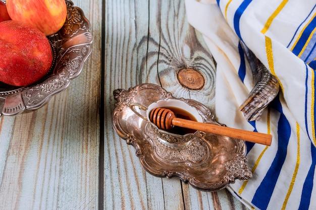 Traditionelle feiertagssymbole honig, apfel und granatapfel rosch hashanah jüdischer feiertag