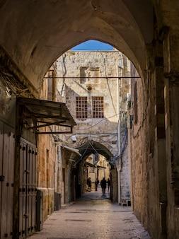 Traditionelle gebäude entlang der straße in der alten stadt, jerusalem, israel
