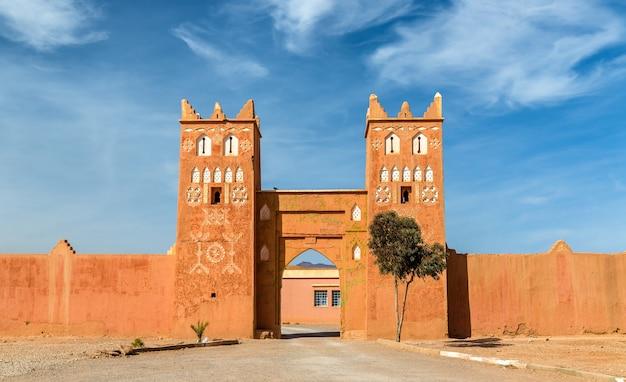Traditionelle gebäude in der stadt boumalne dades nahe den dades-schluchten, marokko
