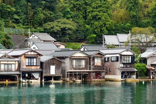 Traditionelle gebäude in ine kyoto von japan