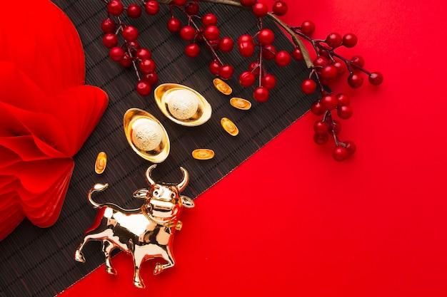 Traditionelle goldene ochsen haustier kopie raum neujahr chinesisch 2021