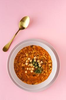 Traditionelle harira-suppe für den ramadan