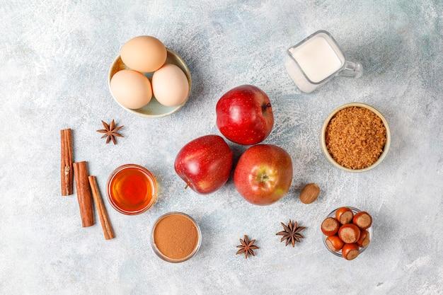 Traditionelle herbstbackzutaten: äpfel, zimt, nüsse.