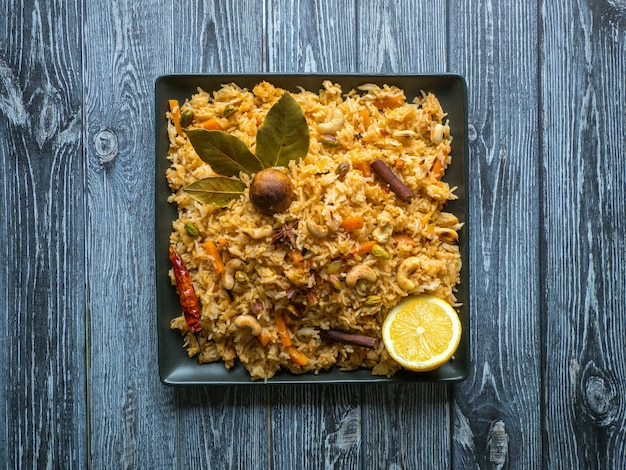 Traditionelle indische vegetarierin biryani. veg biryani rezept