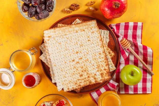 Traditionelle jüdische koschere matzo für ostern pesah