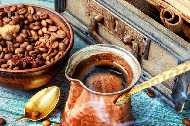 Traditionelle kaffeekanne