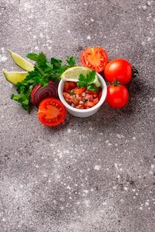 Traditionelle mexikanische tomatensalsasoße