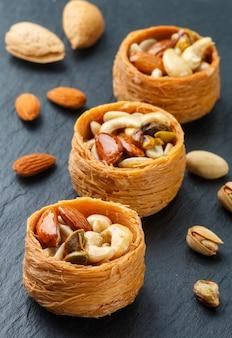 Traditionelle nahöstliche süßigkeiten