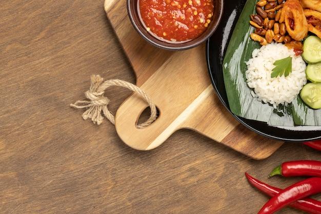 Traditionelle nasi lemak mahlzeit zusammensetzung von oben