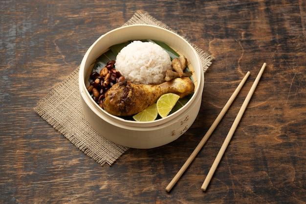 Traditionelle nasi lemak mahlzeit zusammensetzung