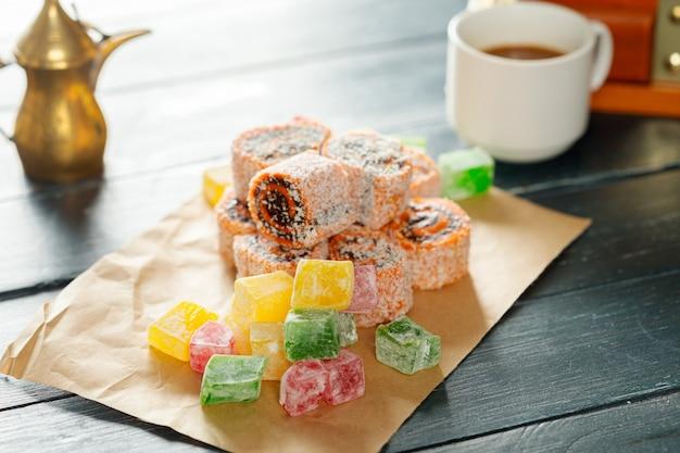 Traditionelle östliche desserts gelb.