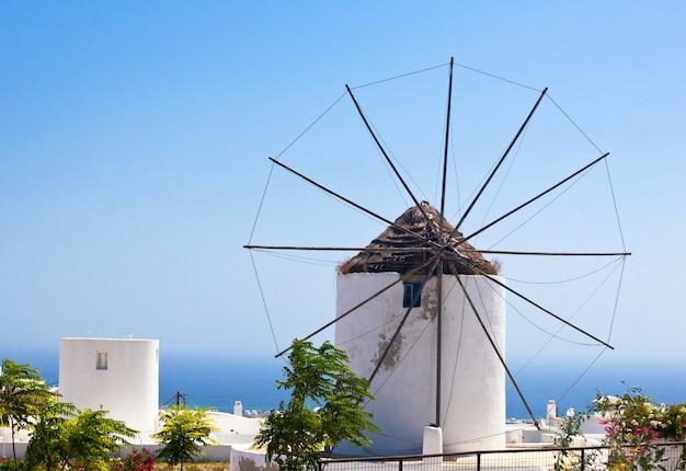 Traditionelle santorini windmühle