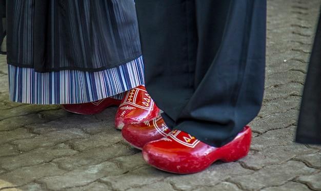 Traditionelle schuhe aus holz niederländisch