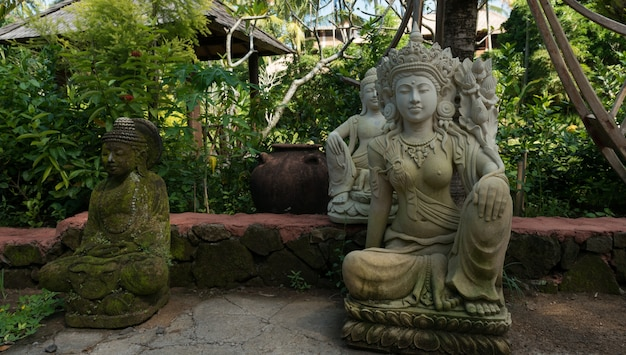 Traditionelle skulpturen von bali