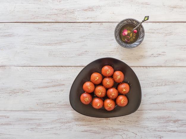 Traditionelle süße gulab jamun, indische süßigkeiten