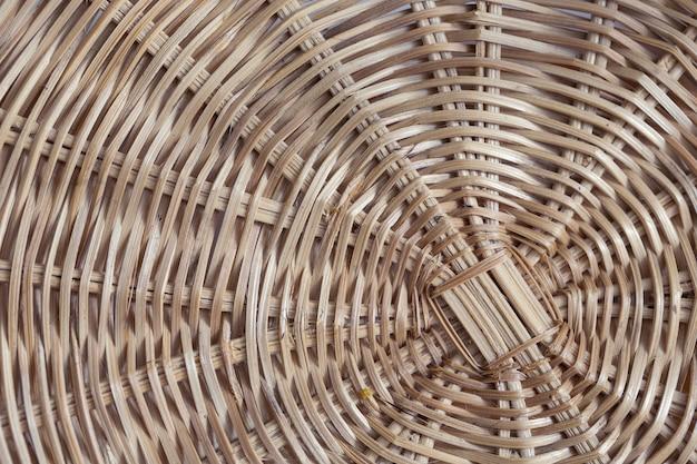 Traditionelle thailändische handarbeit weben. rattanbeschaffenheit für hintergrund