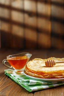Traditionelle ukrainische oder russische pfannkuchen.