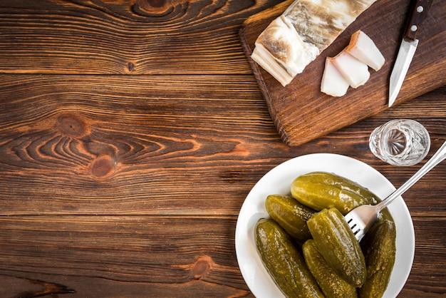 Traditionelle ukrainische und russische vorspeise beim essen