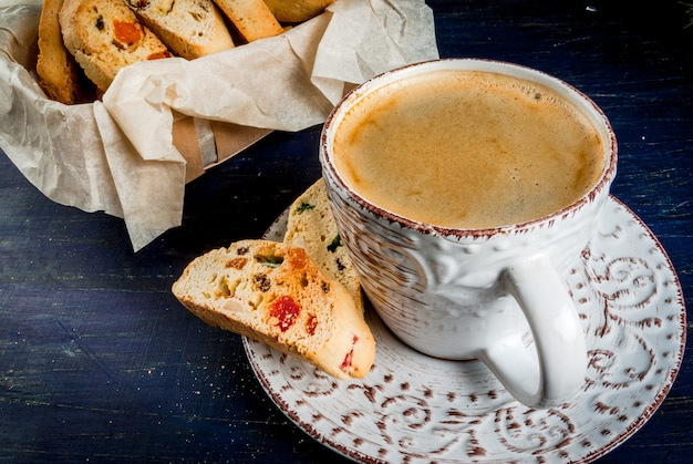Traditionelle weihnachtsback-biscotti-cantucci