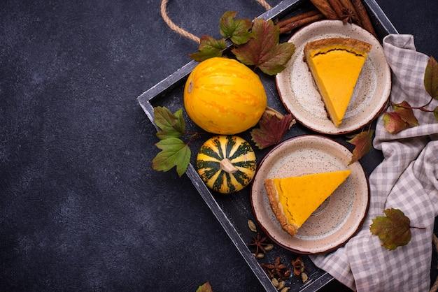 Traditioneller amerikanischer kürbiskuchen des herbstes