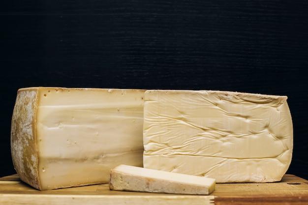 Traditioneller auvergne-käse