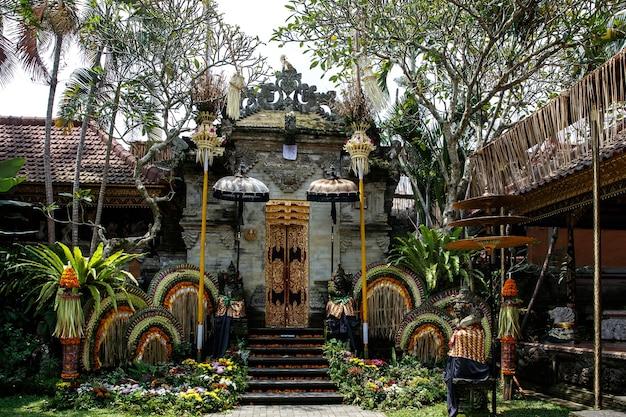 Traditioneller bali tempel. balinesische hinduismus religion.