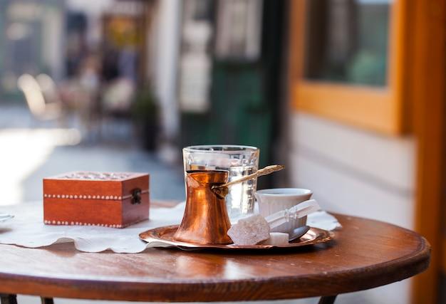 Traditioneller bosnischer kaffee