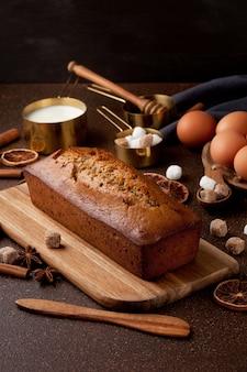 Traditioneller gewürzlebkuchenkuchen
