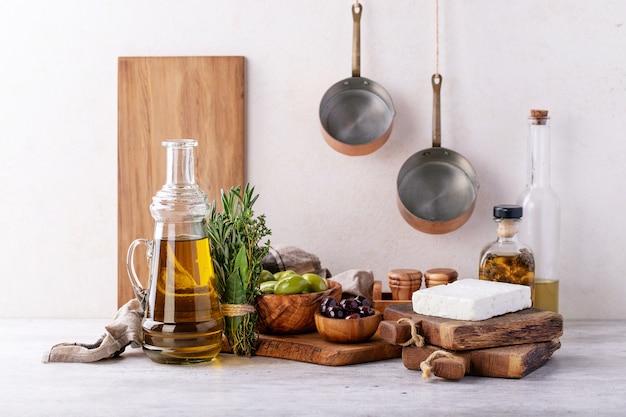 Traditioneller griechischer aperitifziegen-feta