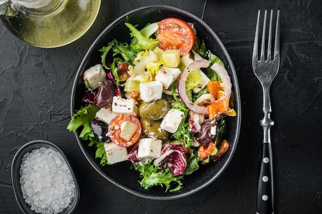 Traditioneller griechischer salat mit frischem gemüse