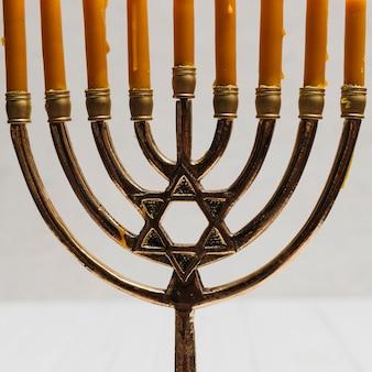 Traditioneller hebräischer kerzenhalter der nahaufnahme