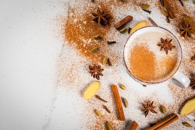 Traditioneller indischer masala chai tee