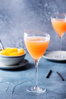 Traditioneller italienischer cocktail bellini