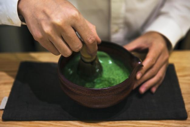 Traditioneller japanischer matcha grüner tee