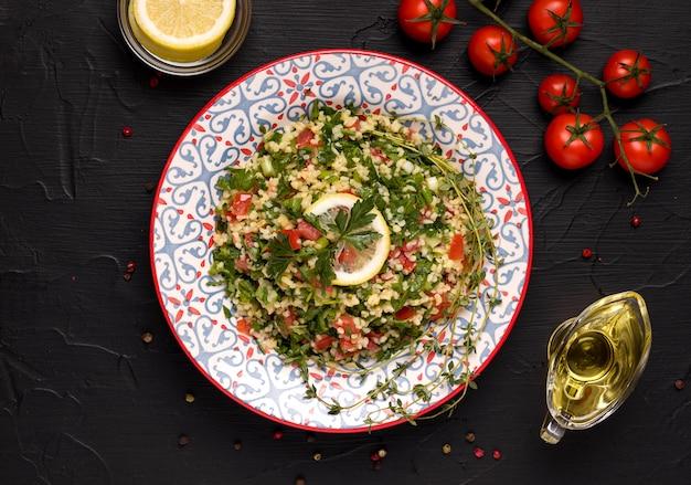 Traditioneller orientalischer taboule-salat