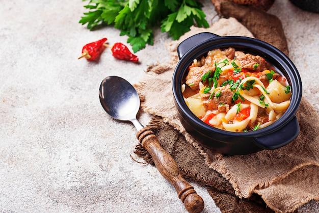 Traditioneller orientalischer usbeksuppe lagman