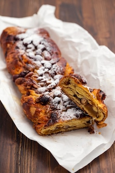 Traditioneller portugiesischer weihnachtskuchen bolo de rainha