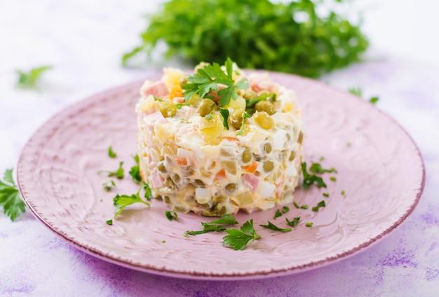 Traditioneller russischer salat