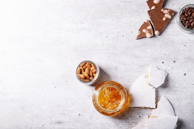 Traditioneller spanischer süßigkeitsturron
