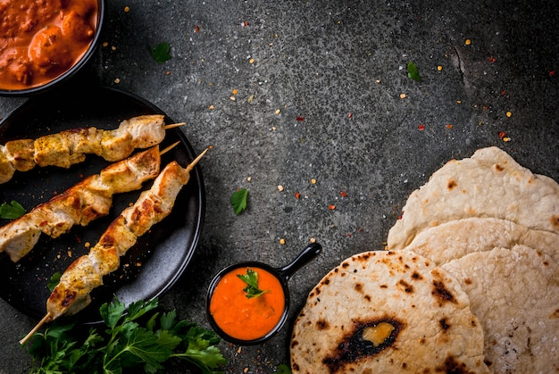 Traditioneller teller würziges huhn-tikka masala