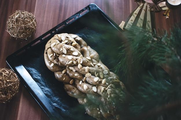 Traditioneller tschechischer weihnachtskuchen vanocka