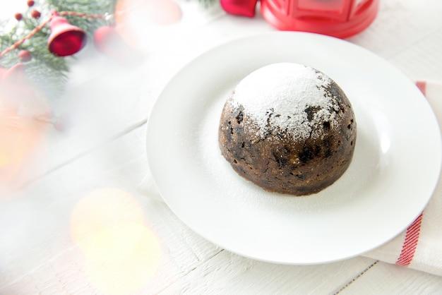 Traditioneller weihnachts- oder pflaumenpudding