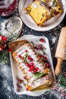 Traditioneller weihnachtsfruchtkuchen