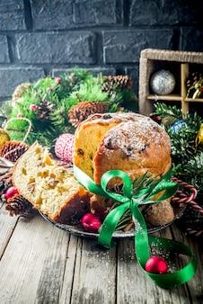 Traditioneller weihnachtspanettone