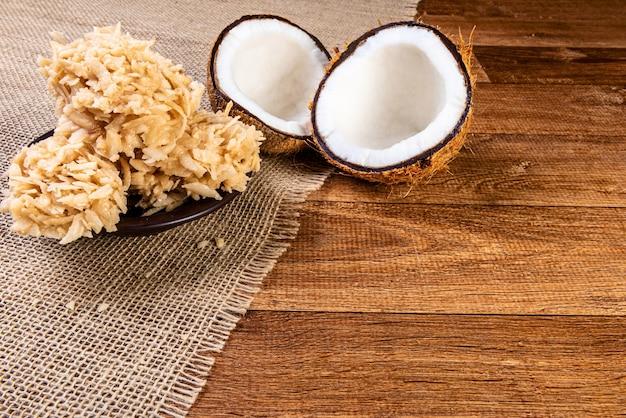 Traditionelles brasilianisches dessert aus kokosnuss