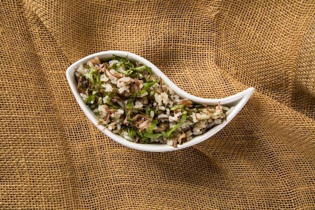 Traditionelles brasilianisches essen namens arroz de carreteiro